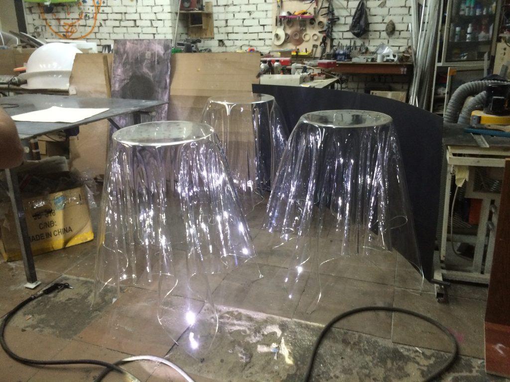 Стол в виде скатерти